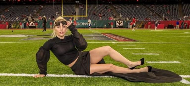 Lady Gaga意外走光照炸開網路!粉絲:攝影師是故意找角度的嘛?!