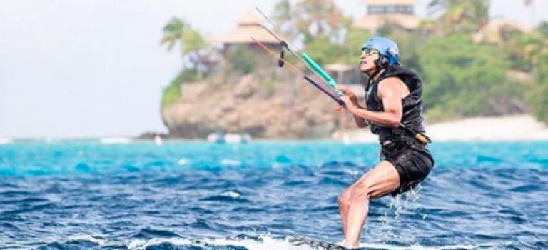老當益壯!歐巴馬玩風箏浪板不輸年輕人!受封最帥總統!