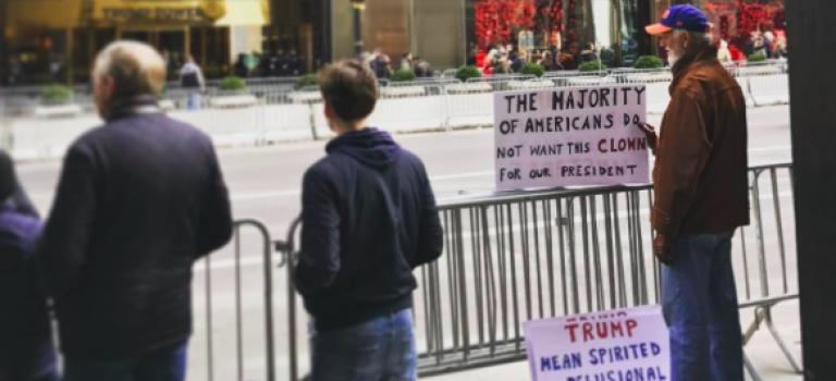 反川普活動不停歇!萬人總統日上街抗議:川普不是我們的總統!