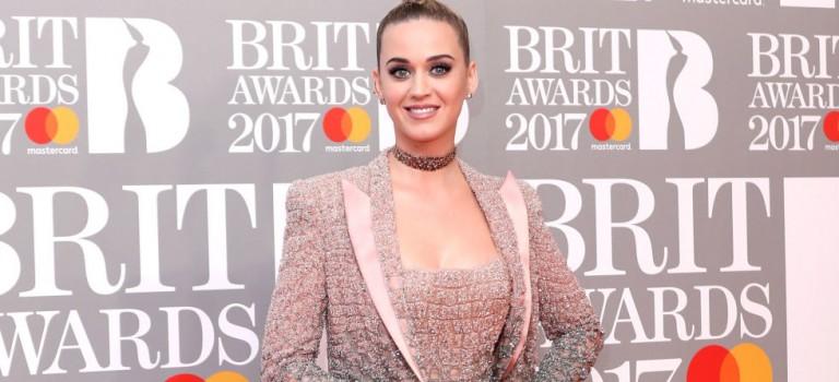 全英音樂獎最強看點!Katy Perry光顧懟川普,舞者不幸掉下舞台
