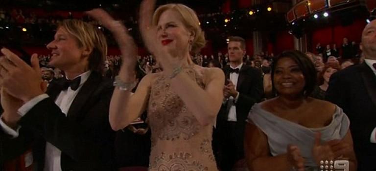 妮可基德曼在奧斯卡現場的鼓掌爆紅網絡!網友:海獅附身嗎?