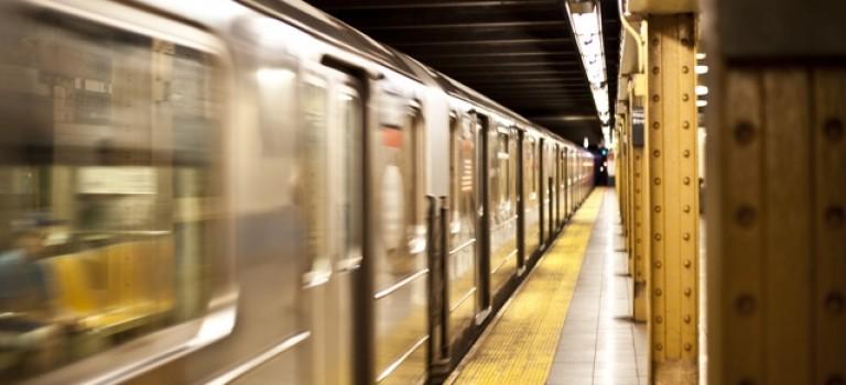 早高峰紐約地鐵又出事:懷胎9月的孕婦被暴力攻擊