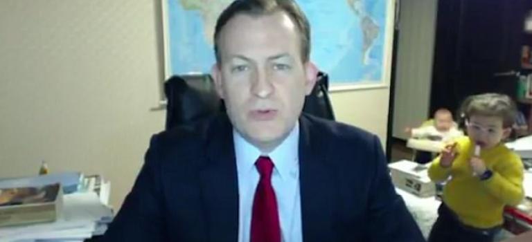 老天!因為一個BBC『小孩亂入』的搞笑影片!竟然牽扯出種族歧視?!