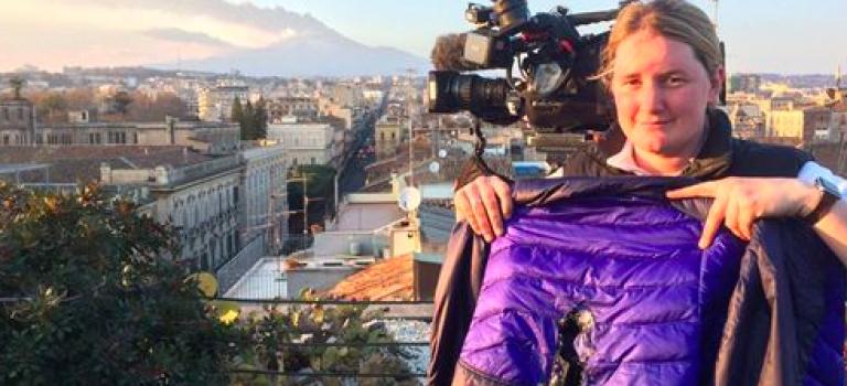 『視頻』老天爺!這不是拍電影!義大利火山爆發BBC記者險被燒傷!