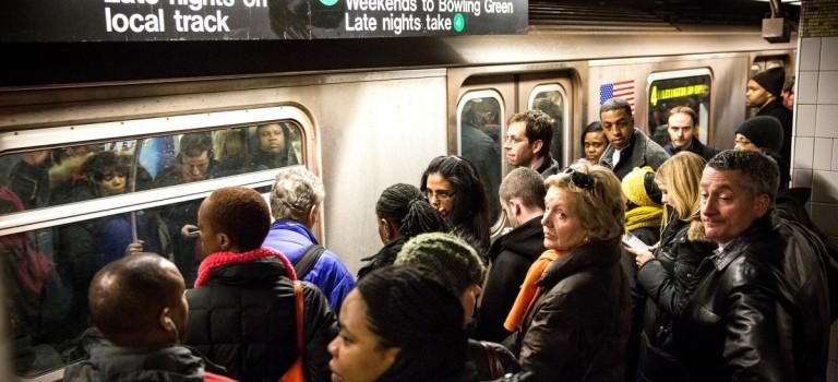 是故意還是被冤枉?地鐵乘客沒站穩被指控性侵襲胸