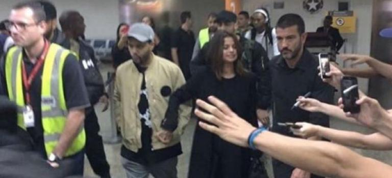 威肯巴西演唱會Selena同行遭粉絲圍堵:實拍視頻超可怕