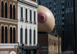 giant-inflatable-breast-breastfeeding-london-15