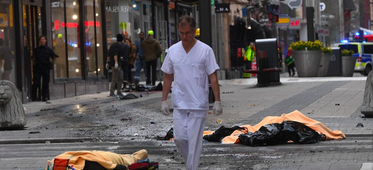 瑞典發生五死恐攻!斯德哥爾摩貨車衝入商場攻擊!