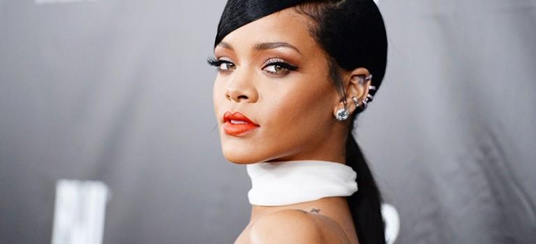 """最潮天后Rihanna""""瘋了""""!現身Coachella竟然穿成這樣….😂"""
