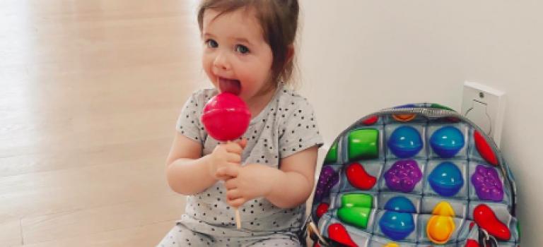 模特兒氣質真的會傳染!超模女兒才兩歲擺起姿勢打趴一堆超模!