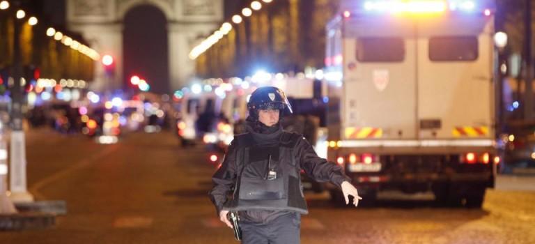 【國際突發】法國巴黎香舍麗舍大道發生槍擊:2死1傷,現場混亂