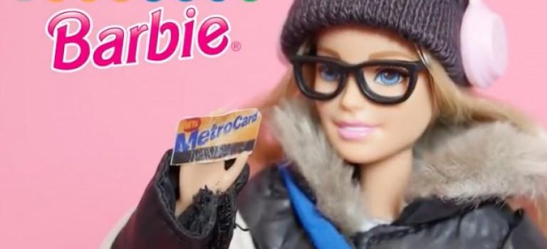【視頻】你見過坐紐約地鐵的芭比娃娃嗎?