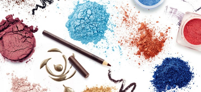 如何讓沒顏色的化妝品起死回生?原來一個打火機就可以!