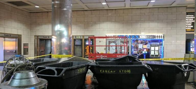 【超噁心】Penn Station天花板流粑粑水