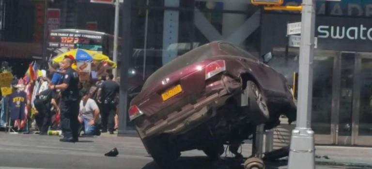 紐約時代廣場嚴重車禍!一死十二傷!警方目前表示司機失控造成!