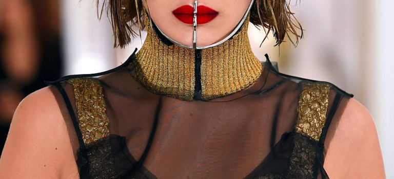 Bella Hadid 巴黎走秀超金髮登場!網友狠批:是不是被惡搞了?!