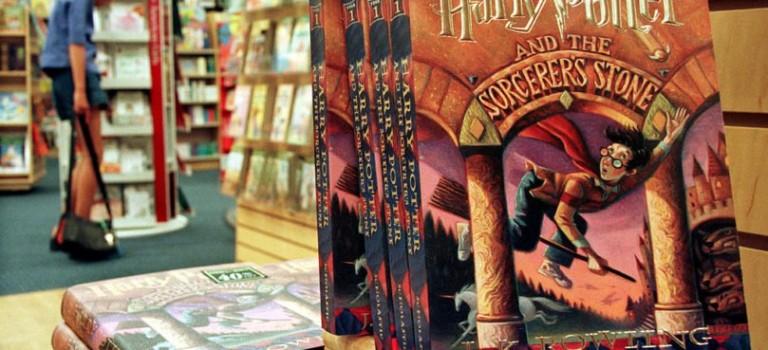 哈迷們歡呼吧!《哈利波特》系列十月份將再添兩部!