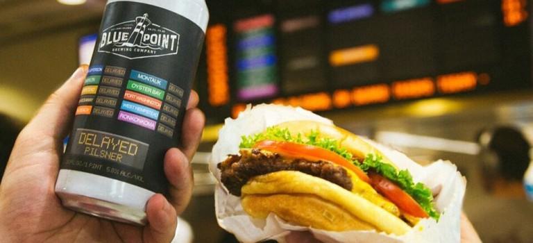 """Shake Shack 推出名為 """"Delayed """"新款啤酒諷刺紐約交通!還有免費漢堡拿!"""