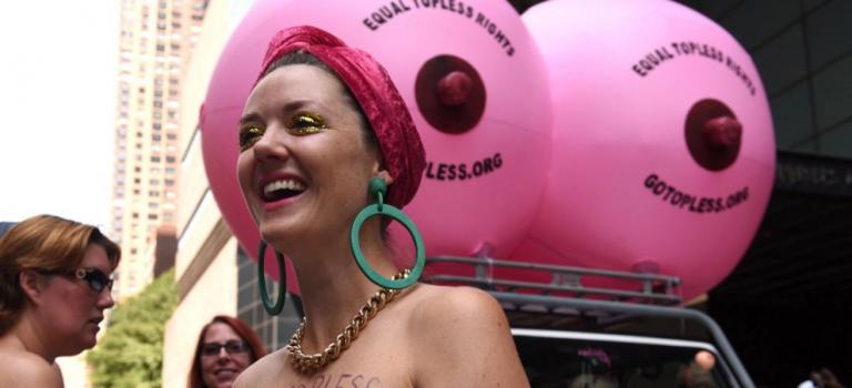 高清有碼圖集:紐約女性無上衣日現場直擊!