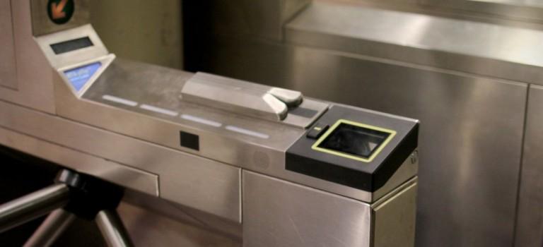 這次MTA終於說到做到了!刷一刷手機就能進地鐵站,實測階段已經開始啦~~
