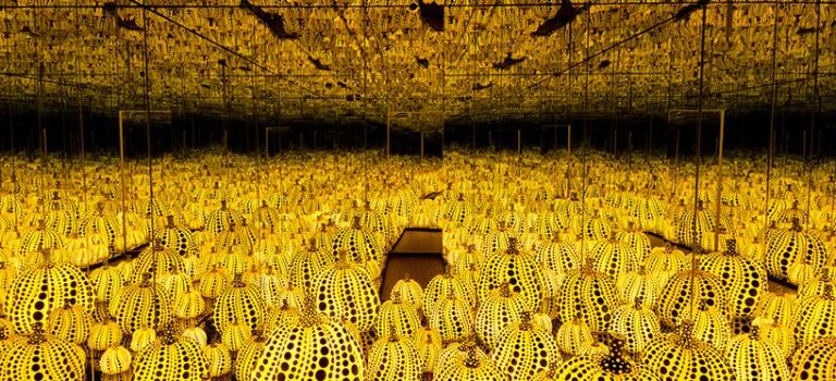 草間彌生和她的無限鏡像室又來了!!超震撼的視覺效果,此生必看展覽!