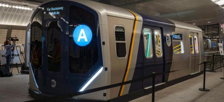 紐約地鐵新車廂終於亮相,紐約客感動哭:想睡在裡面!
