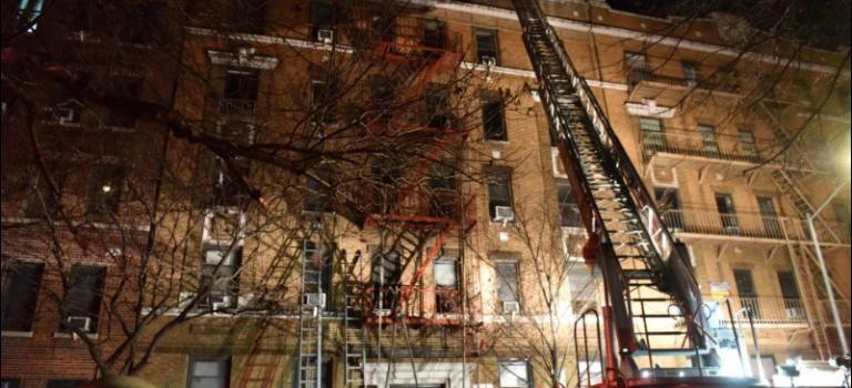 慘!3歲小孩玩火引發紐約 25 年來最大火災:12人死亡15人受傷