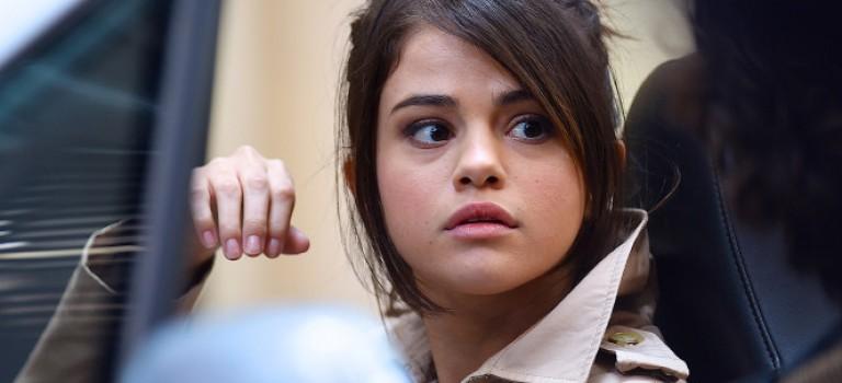 """小天后 Selena 撞到""""性侵""""槍口,新電影未上映先惹風波"""