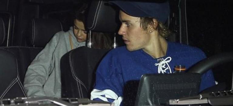 Selena健康令人堪憂,被爆再次受抑鬱困擾接受治療: 「幸好有他在」