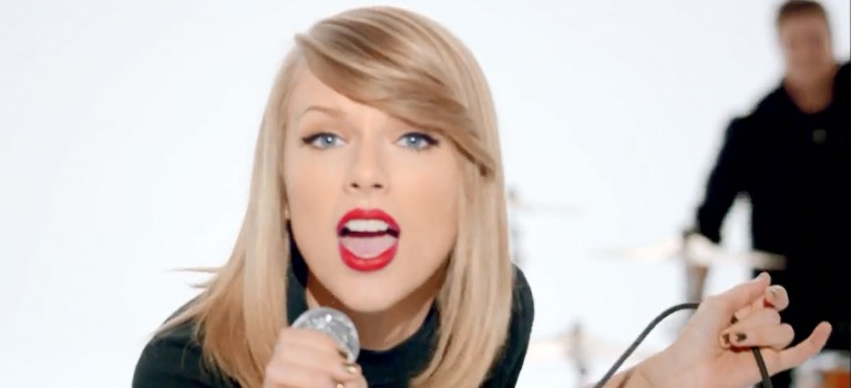 你們發現了嗎?Taylor Swift 竟然是這樣握筆握筷子!