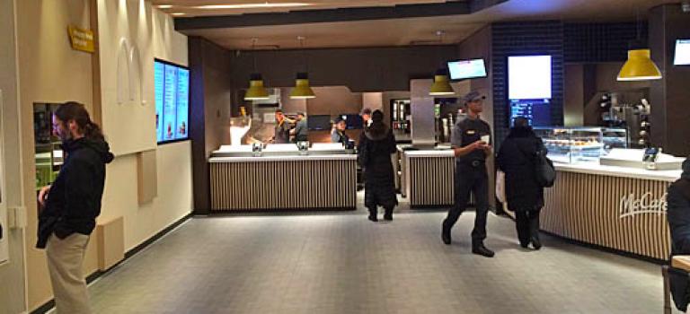 轉角小發現!紐約這間麥當勞竟然給我偷偷走上歐洲風!還有人專門送餐!