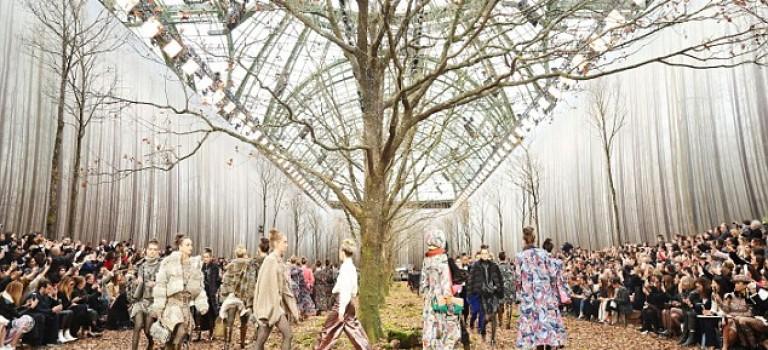Chanel 巴黎大秀現場直擊:整個秀場變奇幻森林,太妙了!