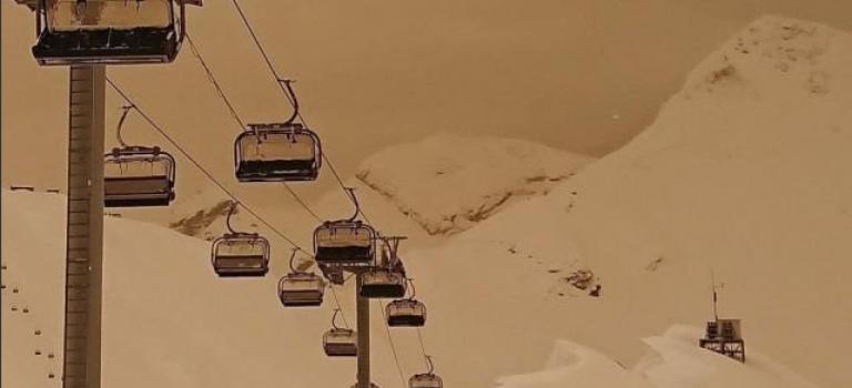 活久見!歐洲多地下橙色雪,滑雪場秒變沙漠~