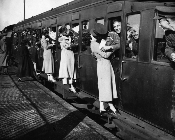 WWII Couples, World War II Kissing Photos