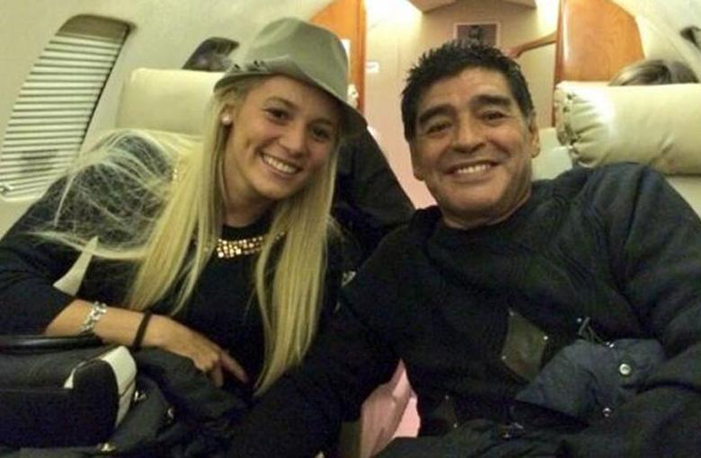 Diego por ahora elige a Rocío Oliva, su novia.