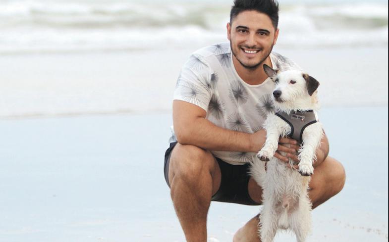 Hernán y su perrito, a todos lados juntos