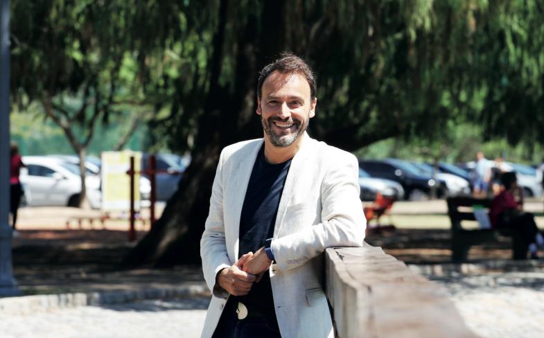 Adrián Pallares, con programa propio