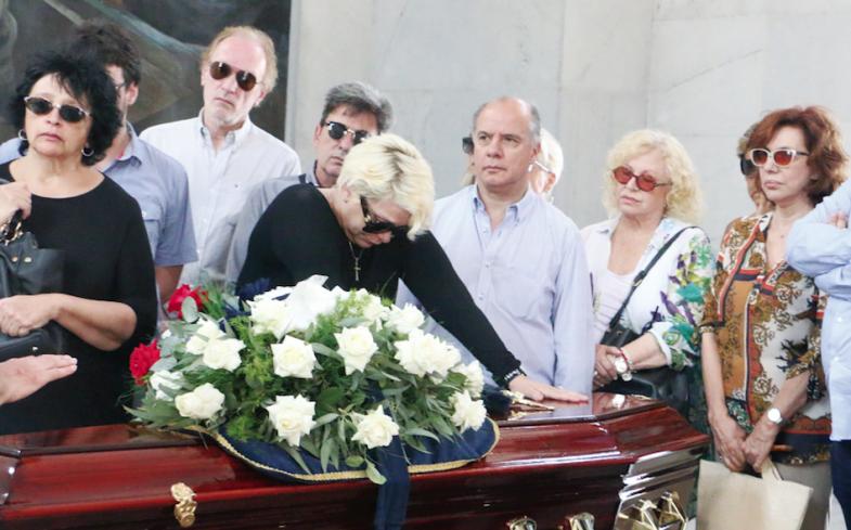 Carmen Barbieri despide a su madre