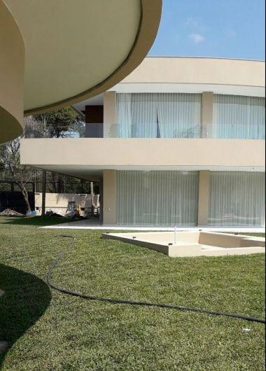 La millonaria mansión de Carlitos