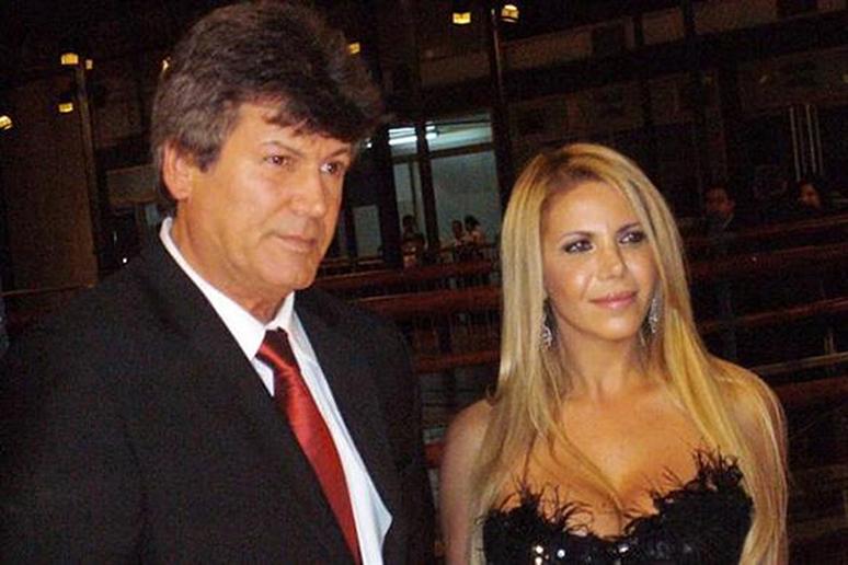 Calvo es visitado casi todas las semanas por su ex mujer, Karina.