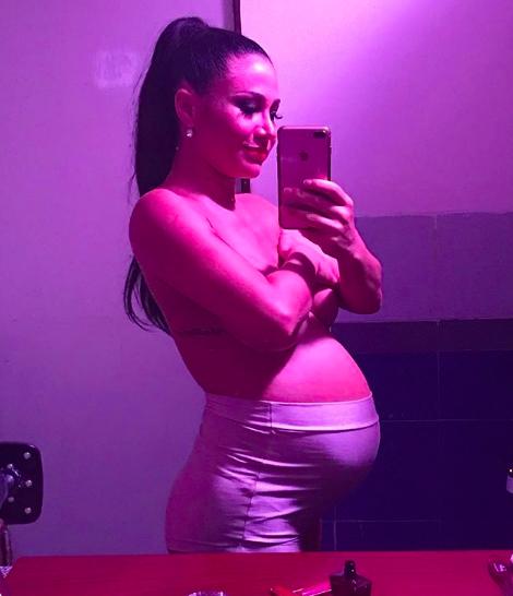 Adabel dará a luz a Lola en un mes.