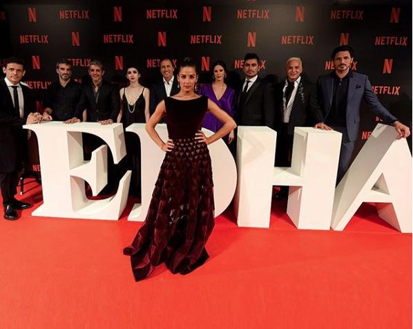 Juana junto a todo el elenco de Edha, un fracaso argentino.