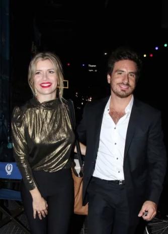 Fede Bal y Laurita Fernández a la salida del teatro