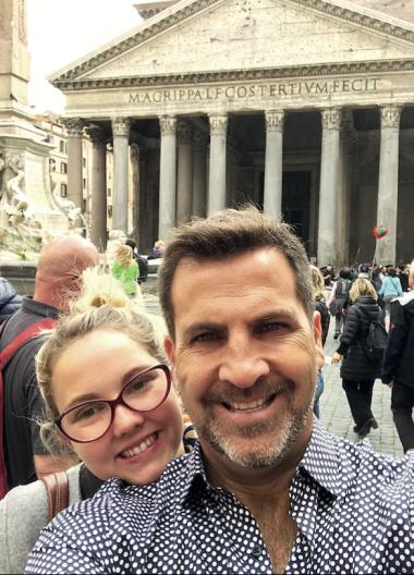 Toti con su hija en Italia