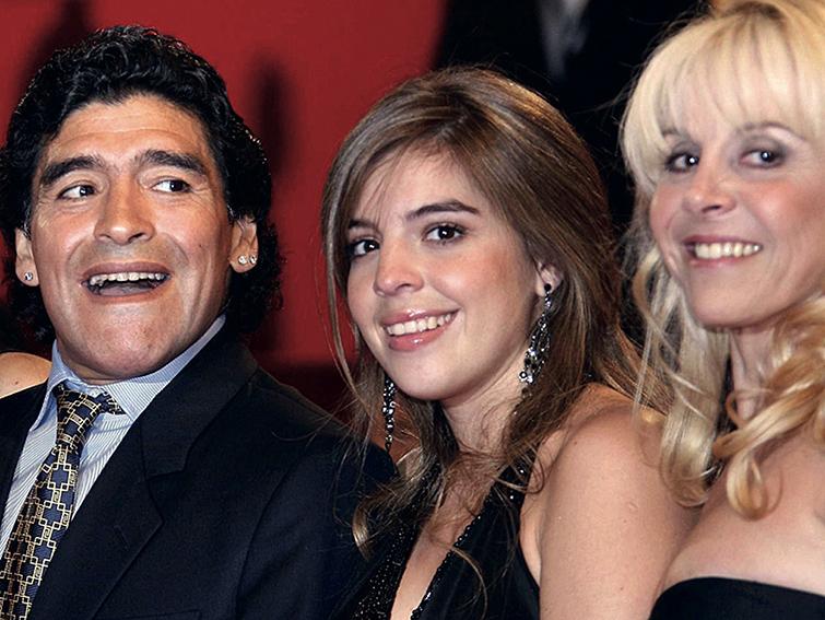 Una de las últimas fotos de toda la familia Maradona unida.