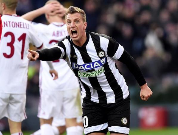 El delantero este año defendió los colores del Udinese.
