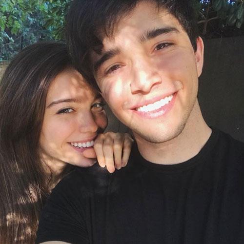 Malena y Julián están súper enamorados.
