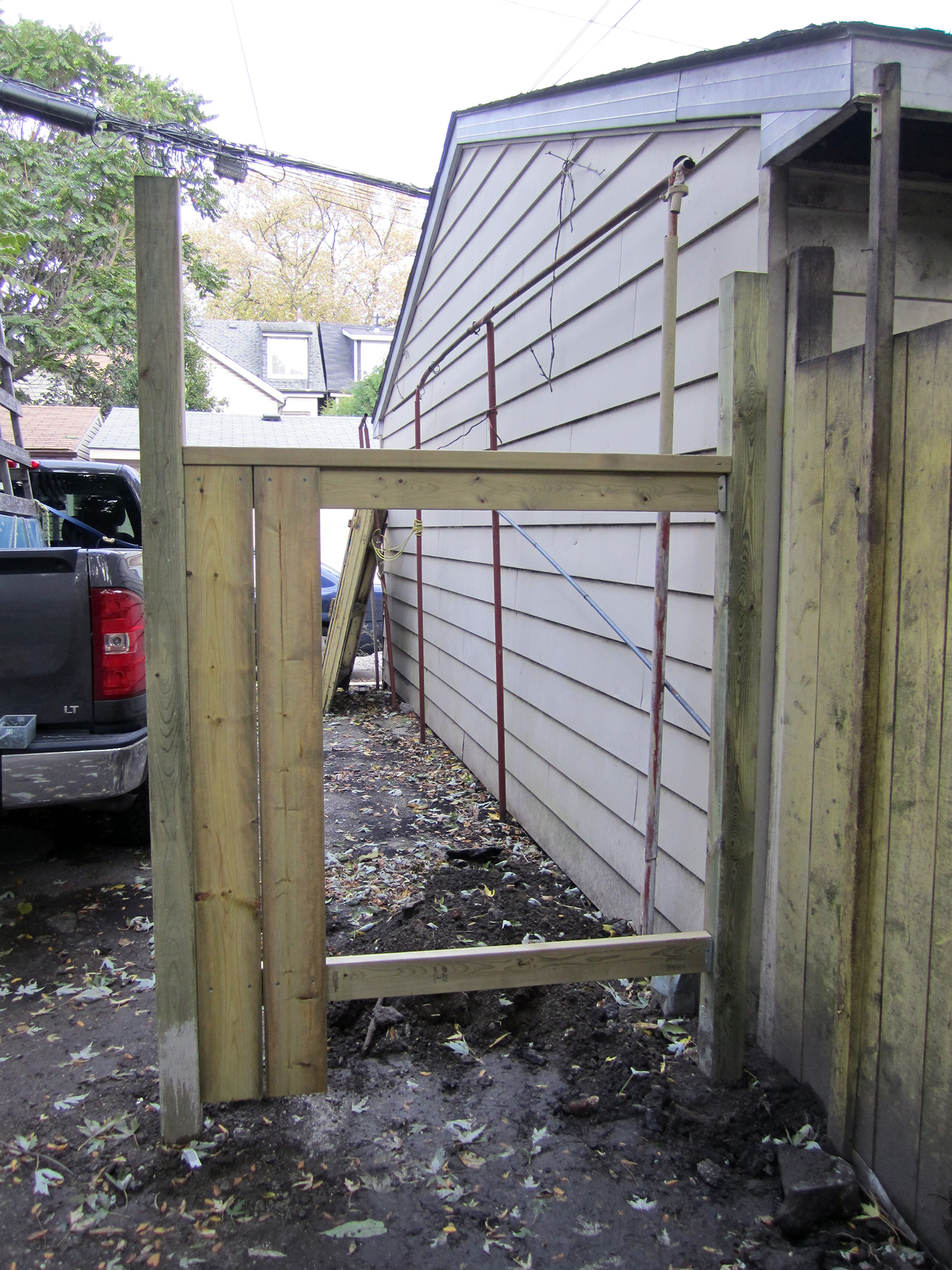 building privacy fence