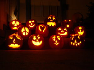 How to Throw the Perfect Pumpkin-Carving Party