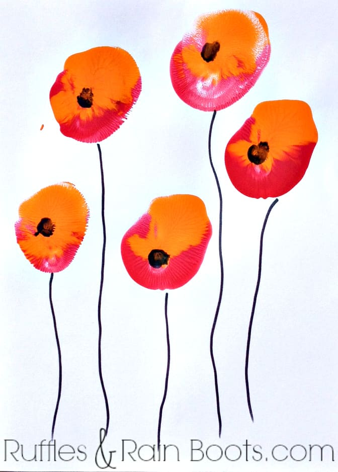 From Ruffles and Rain Boots: balloon painting for kids; Veteran's day craft, Memorial Day craft, quick toddler crafts
